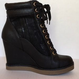 Report Wedge Heel Black Zippered Ankle Boot Sz 7